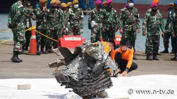 Flugzeugabsturz in Indonesien: Suchtrupps bergen Teile der Turbine