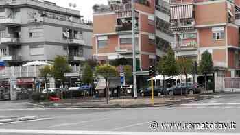 """Piazza Cinecittà diventa green: contro gli effetti del traffico piantati alberi """"mangia smog"""""""