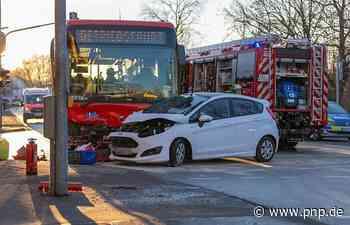 Drei Personen bei Frontalzusammenstoß mit einem Bus leicht verletzt - Passauer Neue Presse