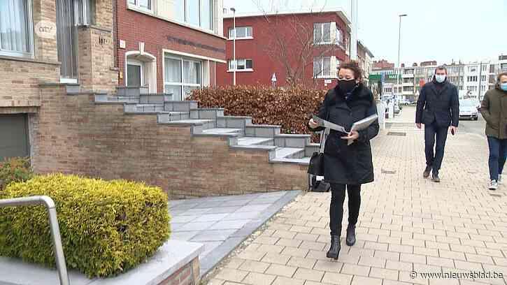Minister gaat zelf infobrochures over Oosterweel bussen