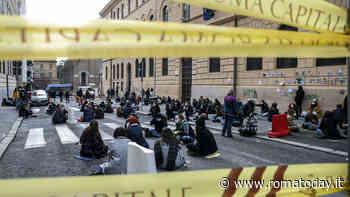 """Il lunedì caldo dei licei romani tra scioperi e sit in: """"Lotta dura per una scuola sicura"""""""