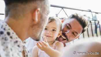 Alternative Familien: Wie werde ich ein Regenbogenvater?