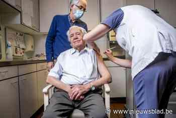 """Bijna-eeuweling Frans blij met vaccinatie: """"Ideaal verjaardagscadeau"""""""