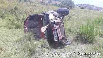 Veículo capota e deixa dois feridos em Porto Calvo - Alagoas 24 Horas