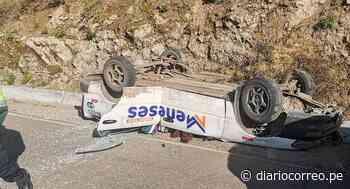 Despiste y volcadura de auto deja una persona fallecida en Tarata - Diario Correo