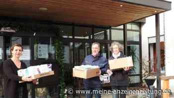 Firmlinge und Erstkommunionkinder bemalten Lichttüten für die Bewohner des Friedrich-Meinzolt-Hauses