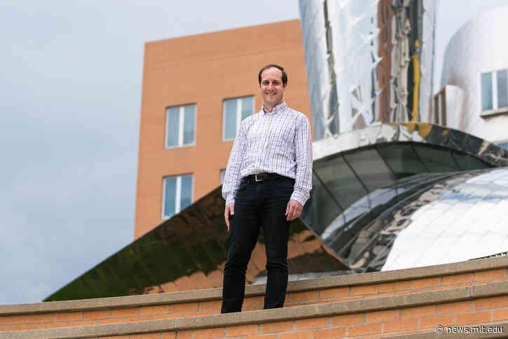 Professor Antonio Torralba elected 2021 AAAI Fellow