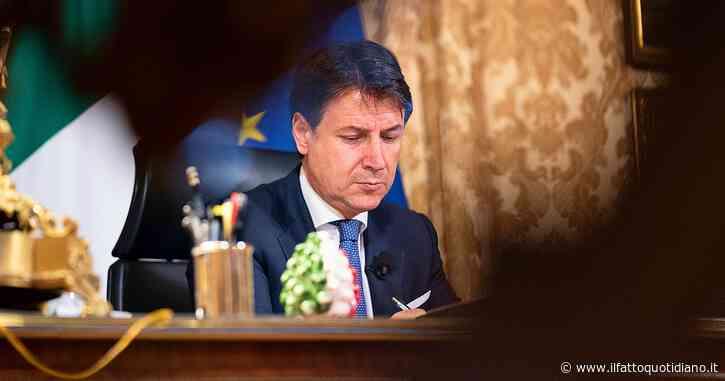 """Crisi governo, diretta – In corso il Cdm sul Recovery. Renzi: """"Passo avanti ma se non mettono il Mes ci asteniamo. Via le ministre? Lo diciamo domani. Palazzo Chigi: """"Se si sfilano basta governi con loro"""""""