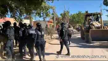 Desalojan a invasores en Los Mochis; hubo varios detenidos. - Sinaloahoy