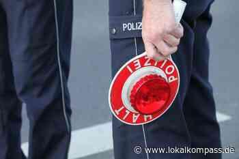 Auf der Kreuhofstraße wurde ein Spiegel abgefahren: Unfallverursacher flüchtet in Kellen - Lokalkompass.de