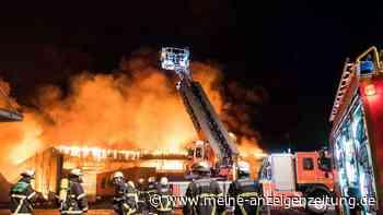 XXL-Brand in Hamburg: Feuerwehr kämpft gegen gigantische Flammen