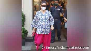 Kareena Kapoor Khan spotted while shopping in Juhu