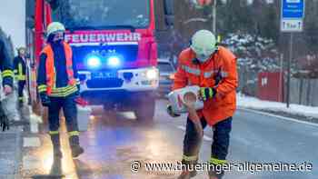 Feuerwehren Bad Berka und Blankenhain kämpfen gegen Ölspur - Thüringer Allgemeine