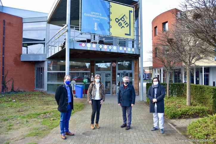"""Vaccinatiecentrum Klein-Brabant in sporthal Binder: """"Centraal voor alle inwoners"""""""