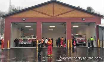 McKellar firefighters volunteer to flood backyard rinks to help stop spread of COVID-19 - parrysound.com