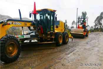 MTC envió maquinaria para restablecer tránsito en vía Santiago de Chuco-Shorey - Agencia Andina