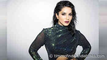 What made Sunny Leone anxious on arrival to Mumbai from the US?
