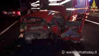 Incidente sulla A1, scontro tra due auto: un morto e tre feriti