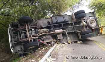Camión cargado de pescado se accidentó en la vía Hobo - Yaguará - Noticias