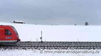 Schneewalze überzieht Bayern: Zweithöchste Warnstufe in zwei Regionen - jetzt kommt noch Bahn-Chaos hinzu