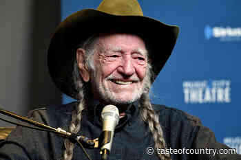 PIC: Willie Nelson Gets His COVID-19 Vaccination