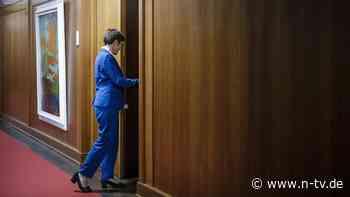 AKKs Amtszeit endet: Hängen gelassen