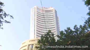 Closing Bell: Sensex cracks by 549 points, IT stocks drag