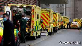 """""""Krankenwagen stehen Schlange"""": Johnson warnt vor britischer Virusmutation"""