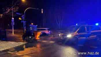 Streuwagen gestohlen: Verfolgungsfahrt mit 15 km/h, dann Polizeiauto gerammt