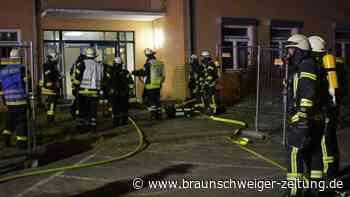 Lessien: Feuerwehr sucht Vermissten in verqualmter Unterkunft