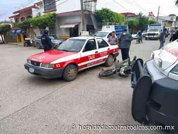 Se les atraviesa un taxi - El Heraldo de Coatzacoalcos