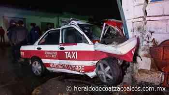 Destrozó taxi - El Heraldo de Coatzacoalcos