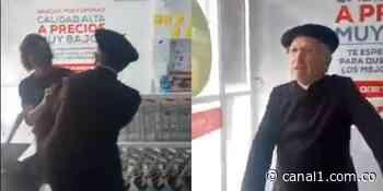 Cura agredió a varias personas que le pidieron usar un tapabocas en un supermercado - Canal 1