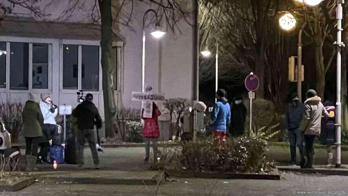 Querdenker-Demo in der Wetterau - Großes Aufgebot der Polizei in Karben - Wetterauer Zeitung