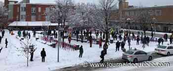 COVID-19: des manifestants dénoncent le couvre-feu à Montréal