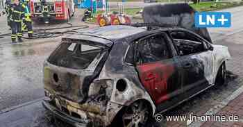 Lensahn: Auto brennt gegenüber einer Tankstelle komplett aus - Lübecker Nachrichten