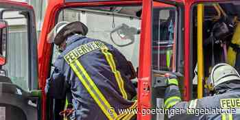 Brennendes Auto auf der B241 von Hardegsen Richtung Volpriehausen - Göttinger Tageblatt