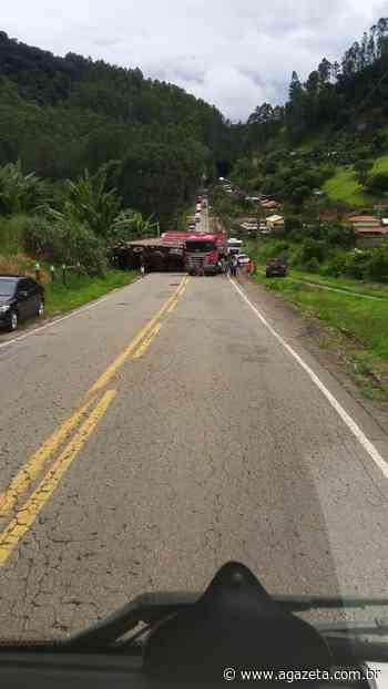 Acidente com carreta interdita rodovia em Venda Nova do Imigrante - A Gazeta ES