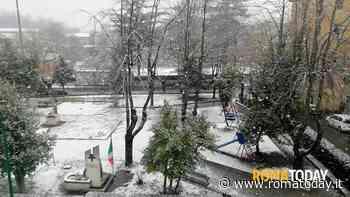 La neve circonda Roma, nella Capitale solo nevischio. Allarme per il ghiaccio