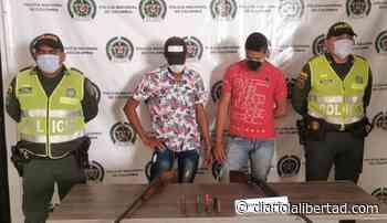 En Guamal, Policía del Magdalena captura a dos hombres con arma de fuego ilegal - Diario La Libertad