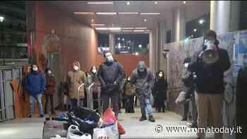 """Troppi morti per freddo sulle strade di Roma: """"Raggi apra le stazioni metro"""""""