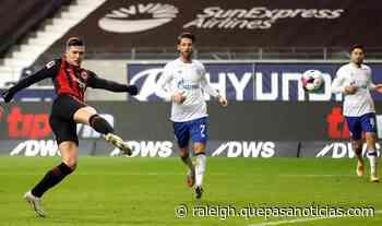 Jovic firma un doblete y da el triunfo al Eintracht - Qué Pasa Noticias - Raleigh