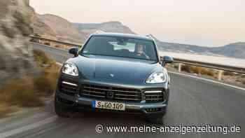 Porsche-Cayenne-Fahrer fährt illegal auf Berggipfel - und gerät in eine missliche Lage