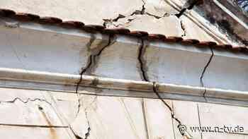 Feuchtigkeit, Risse, Blasen: Anzeichen für ernsthafte Bauschäden