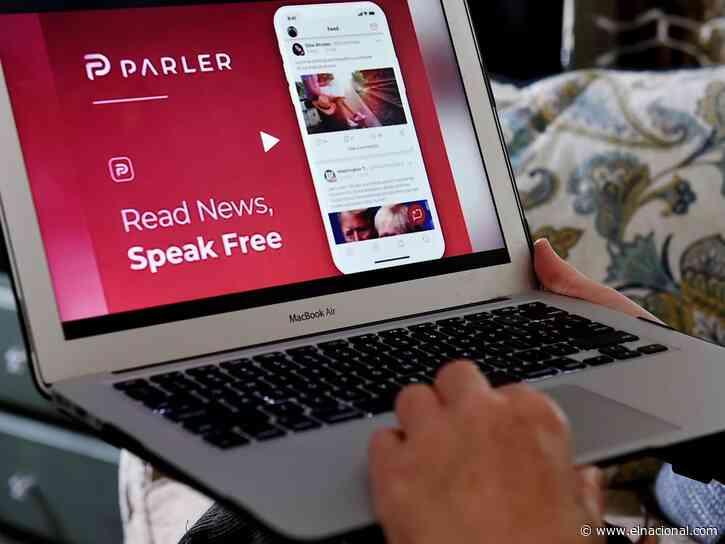 Tim Cook dice que si la red social Parler se reforma podrá volver a Apple