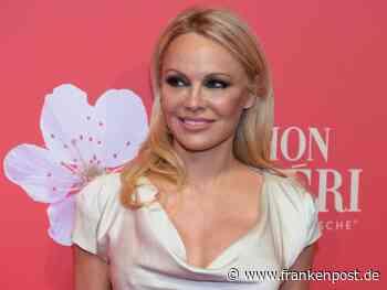 Kampf geht weiter: Pamela Anderson erleichtert über Assange-Urteil - Frankenpost - Frankenpost