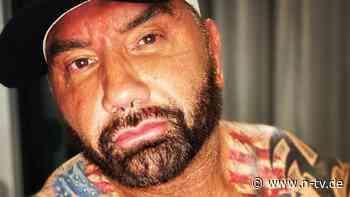 """""""Alles wird schlaff ..."""": Dave Bautista feiert sich mit Mucki-Fotos"""