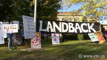 1492 Land Back Lane demonstrators plan to move back barricades on Highway 6 bypass