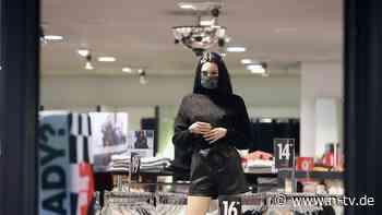 Unverkaufte Mode geschreddert: Greenpeace kritisiert Kleidungsvernichtung