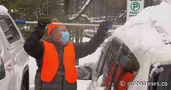 Mirabel, Que., Good Samaritan shovels out hospital workers in gesture of gratitude - Global News